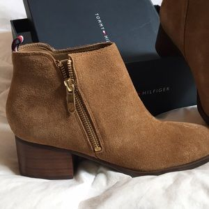 Tommy Hilfiger tan suede boots